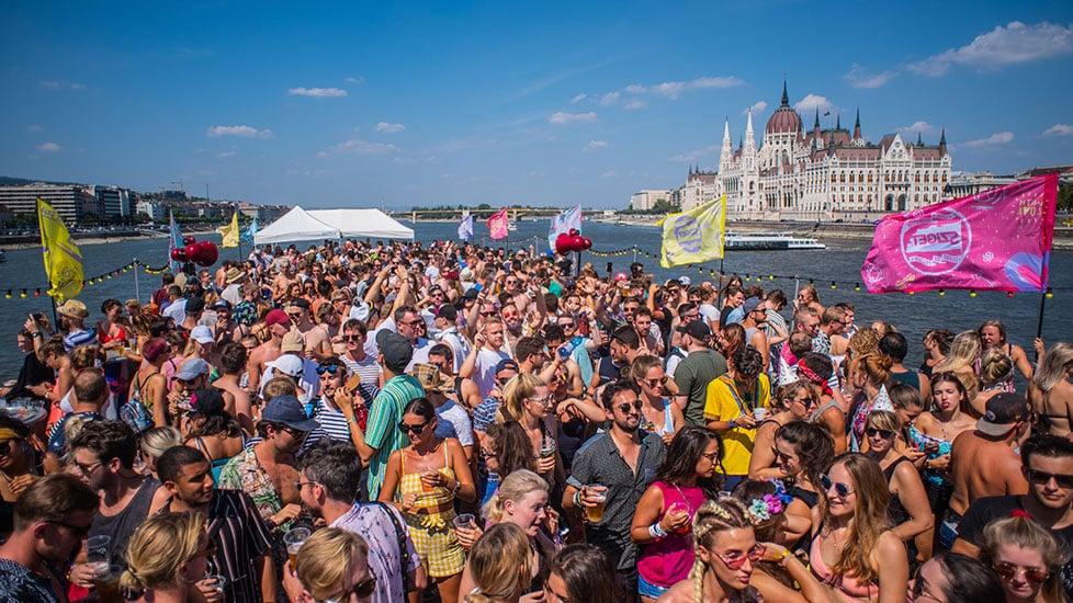 https://cdn2.szigetfestival.com/cadrc3/f851/ua/media/2019/01/boat_0003_kma_5843.jpg